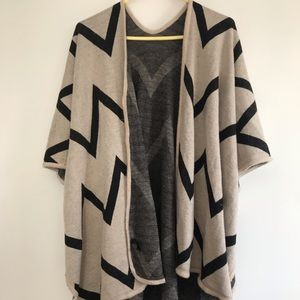 Host Pick 🎀 M Boutique Cozy Abstract Print Shawl